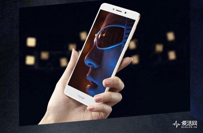 huawei_predstavila_nedorogoj_smartfon_s_dvojnoj_kameroj_honor_6x_2
