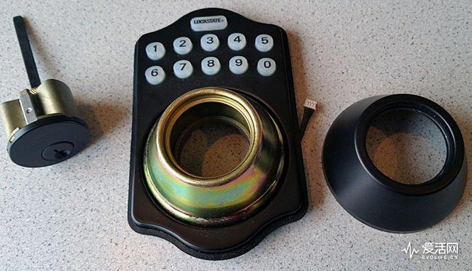 LockState-WiFi-Electronic-deadbolt-lock-keypad