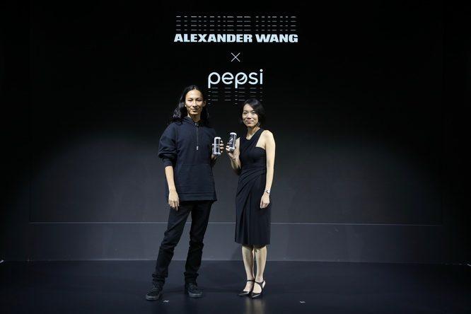 百事大中华区饮料品类高级总监叶莉女士与Alexander Wang