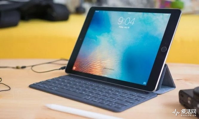 iPad-Pro-Might-Feature-a-New-Back-Design-and-a-Different-Smart-Connector-Location